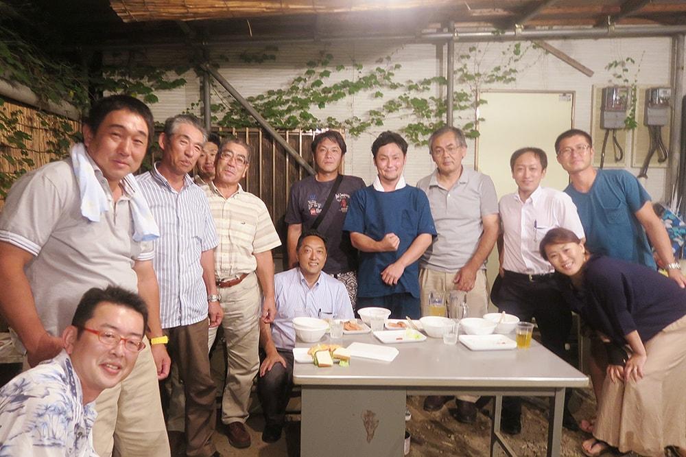 林SPF:和喜多専務と生産者での記念撮影