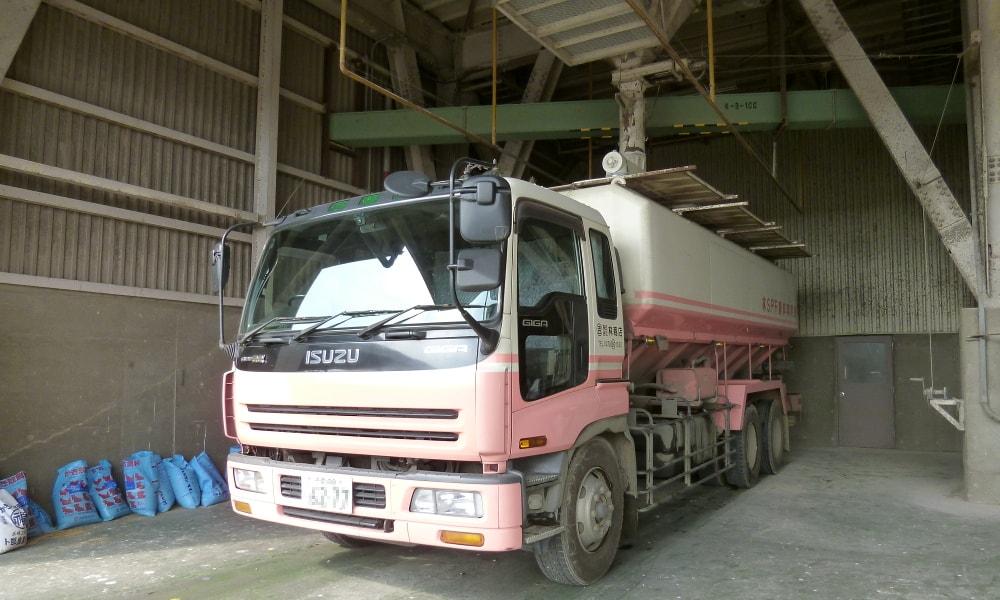 林SPF飼料運搬車